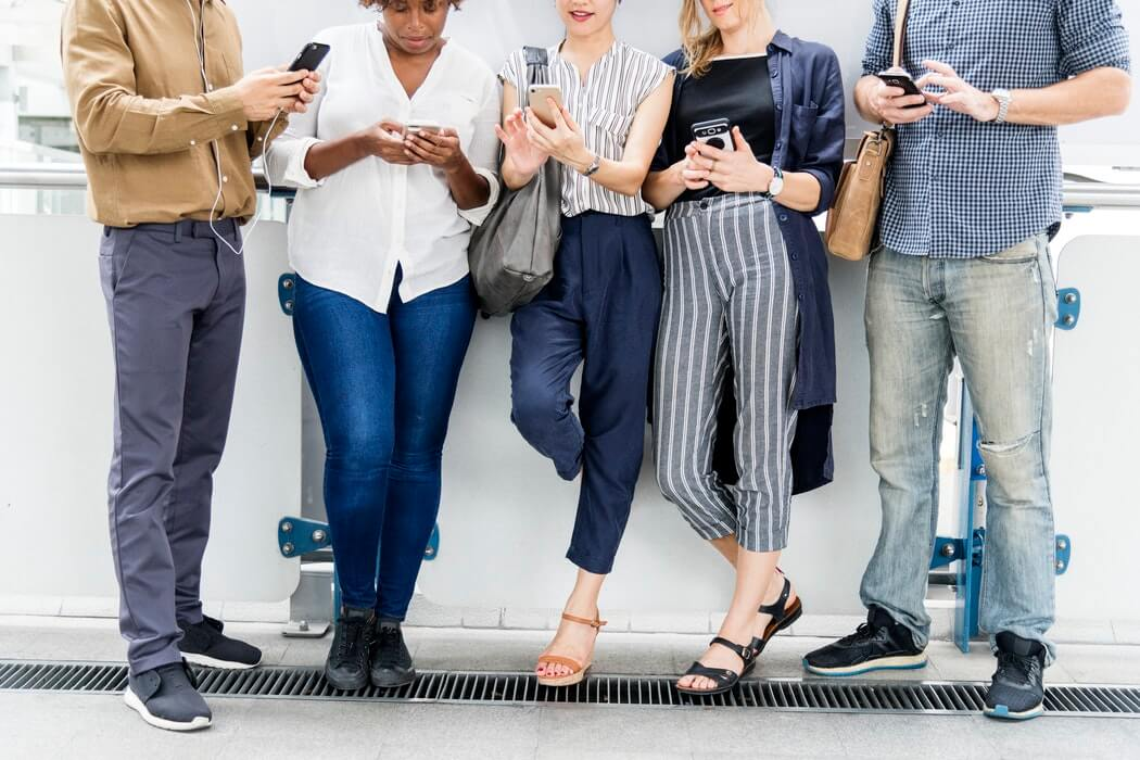 facility managers networking on LinkedIn with their smart phones